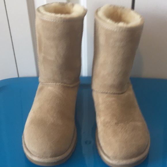 86add5e102e UGG Australia classic suede boots 5825 Sz 6